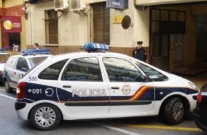Detenidos 2 hombres acusados de 13 robos en vehículos estacionados en aparcamientos públicos