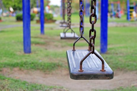 8a12c30ef Montar un parque infantil en el jardín: ¿qué columpios coger?