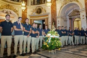 El Valencia CF realiza la tradicional ofrenda floral a la Virgen de los Desamparados (1) (Small)