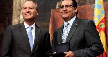 Alberto Fabra entrega a la Primitiva de Llíria la distición al Mérito Cultural
