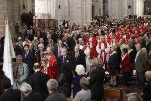 El arzobispo entrega siete réplicas del Santo Cáliz en la Catedral