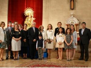 Los altares vicentinos celebran el Besamanos a la Virgen