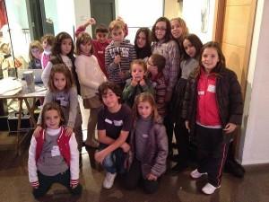 Una vintena de xiquets participen en un taller de doblatge a Albaida