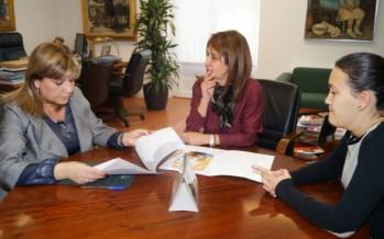 Mora se reúne con la presidenta de la Federación de Enfermedades Raras