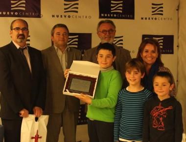 Algunos alumnos de C.P. Eliseo Vidal junto a su directora