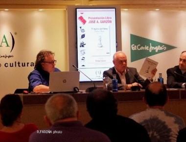 Acto-de-presentación-en-Valencia-del-libro-El-Ajedrez-del-Virrey-con-José-Antonio-Garzón-autor-Rafael-Solaz-y-Borja-Monzó.-Foto-Valencia-Noticias-Roberto-Fariña.1