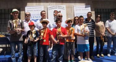 Más de 200 alumnos celebraron el encuentro de ajedrez en la Plaza de Manises