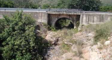 Comienza la ampliación del puente sobre el barranco de la Hoya