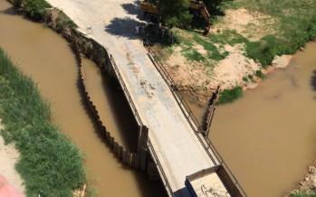 Casas Altas arregla el puente sobre el Turia