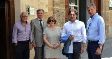 El presidente de la Agència Valenciana de Turisme visita el Colegio del Arte Mayor de la Seda