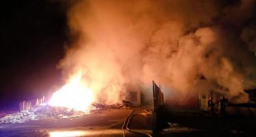 Incendio en una nave industrial de Bélgida
