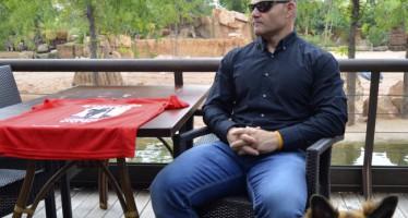David Casinos, padrino de la tercera Can-rrera solidaria de Bioparc, presenta la camiseta oficial