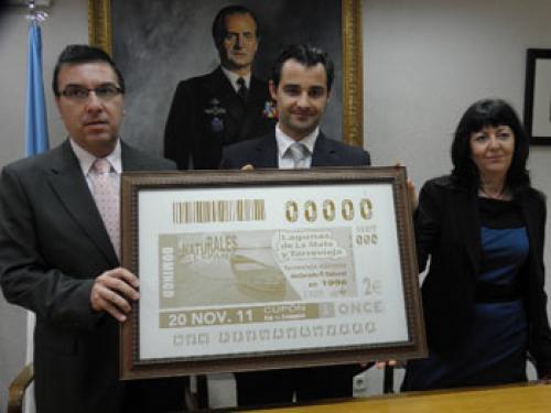 Presentación de un cupón de la ONCE dedicado a Torrevieja.
