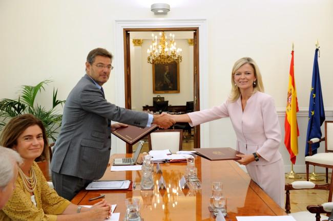 Bravo, en su último encuentro con el ministro Catalá. Foto de archivo