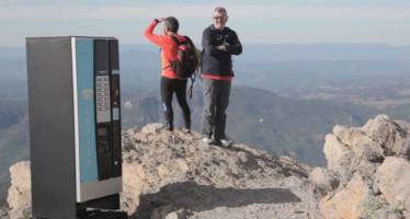Ubican una máquina vending con cámara oculta en una cima a más de 1.800 metros de altitud