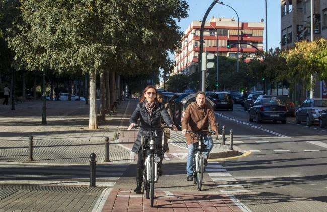 Amigó visita instalaciones parque móvil Diputación foto_Abulaila (2)