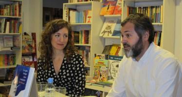 Julia Montejo cierra la ronda de presentaciones de su novela 'Lo que tengo que contarte' en Valencia