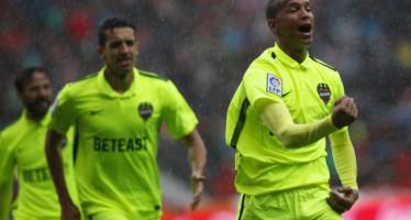 El Levante UD pasa como un vendaval por el Molinón (0-3)