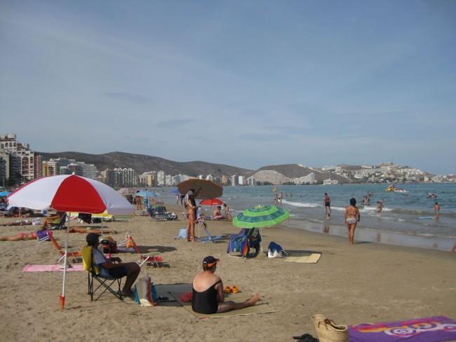Playa de Cullera. Al fondo, el Faro de Cullera