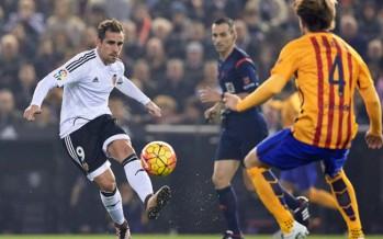 Voro encuentra la receta y el Valencia CF frena al Barça en Mestalla (1-1)