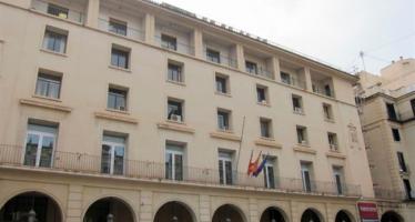 Condenan en Alicante a un hombre por maltrato habitual a su pareja y a sus padres por consentir las agresiones