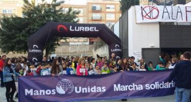 Más de 2.200 niños y jóvenes participan en Ontinyent en una marcha solidaria contra el hambre