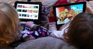 Los niños menores de ocho años usan los dispositivos inteligentes para entretenimiento
