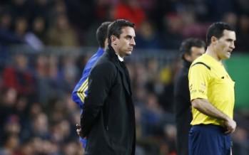 Gary Neville ya es historia en el Valencia CF y Ayestarán le sustituye