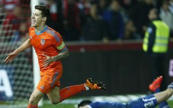 El Valencia CF acaba en Granada la semana perfecta de Santi Mina (1-2)