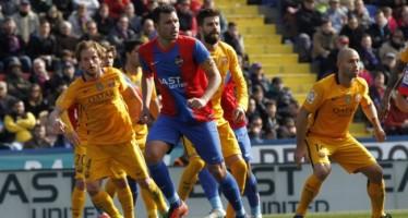 El Levante UD le planta cara al F.C. Barcelona pero le esquiva la suerte (0-2)