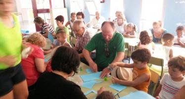 Ludotecas intergeneracionales unen a mayores y nietos en Valencia