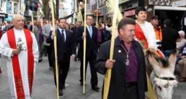 Benidorm celebra la tradicional bendición de palmas del Domingo de Ramos