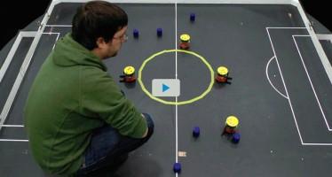 El valenciano que trabaja en Japón con enjambres de robots diminutos