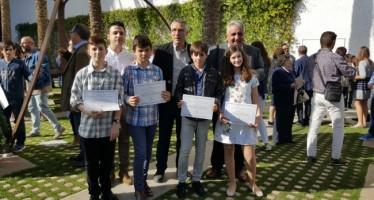 Cuatro escolares de Chiva reciben el premio al rendimiento académico