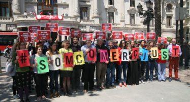 La plaza del Ayuntamiento celebra el Día Mundial del Comercio Justo bajo el lema #SOMCOMERÇJUST