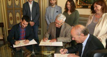 Convenio entre el Ayuntamiento y la AVL para promocionar el uso del valenciano