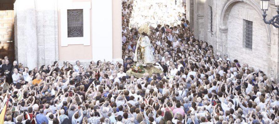 Decenas de miles de personas participan en el desagravio a la Virgen
