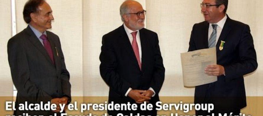 Escudo de Caldas para el alcalde de Benidorm y el presidente de Servigroup