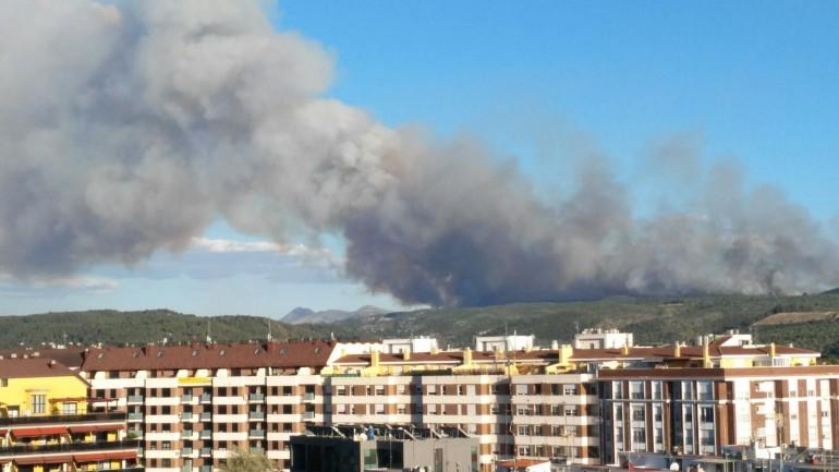 Incendio de Carcaixent visto desde Alzira.