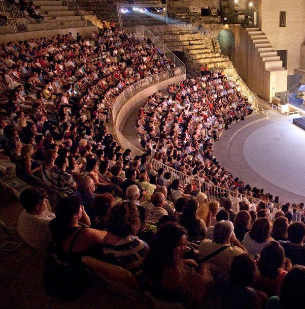 EDUC_16.08.12_Publico_en_Teatro_Romano