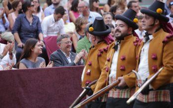 Ximo Puig, en la Fiesta de Moros y Cristianos de Ontinyent