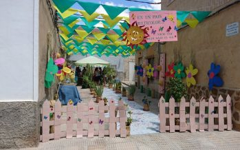 Calles engalanadas de las fiestas de Benferri
