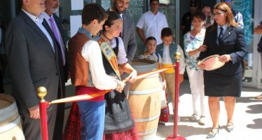 Ximo Puig inaugura la feria del vino de Requena Ferevin