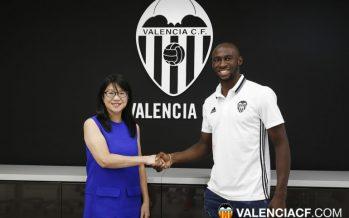 El Valencia CF hace público el fichaje de Mangala
