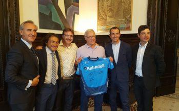 Ribó recibe a Claudio Chiapucci con motivo de la Marcha Ciudad de Valencia