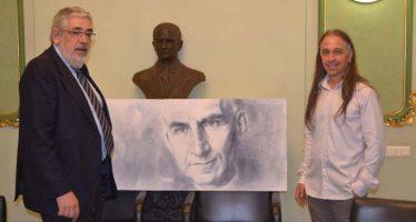 José Manuel Valiente entrega el cuadro del Cardenal Ángel Herrera Oria a los miembros de la  ACDP