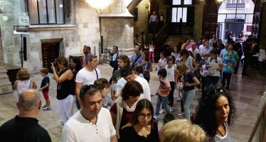 Los palacios y museos de la Comunitat se llenan en el primer día de actividades
