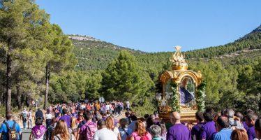 Utiel sube en romería la imagen de la Virgen del Remedio a su santuario