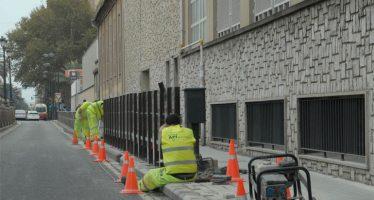 Grezzi instala barandillas en las entradas de los colegios como medida de seguridad