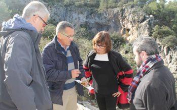 Carmen Amoraga visita los abrigos rupestres del yacimiento de La Sarga de Alcoy